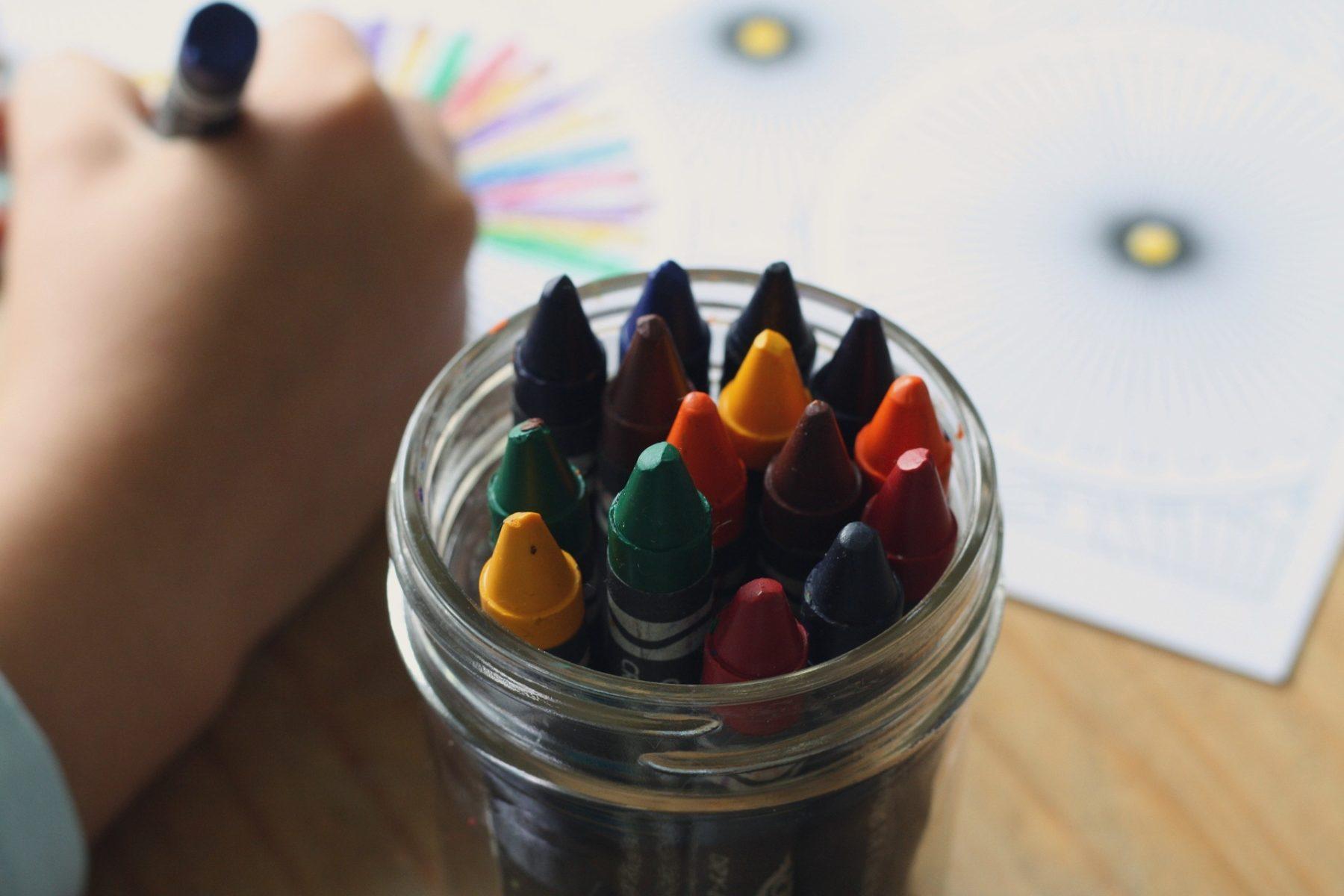 Rouge, jaune, vert, bleu… dès l'école maternelle, les enfants apprennent à distinguer […]