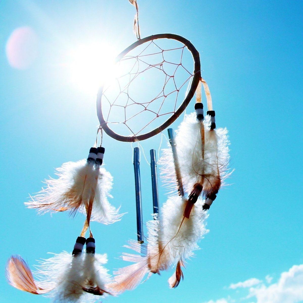 D'origine amérindienne, l'attrape-rêves est très apprécié pour son style artisanal composé de […]