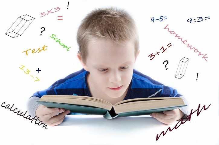 L'enfant apprend dès son plus jeune âge à lire et à compter. […]