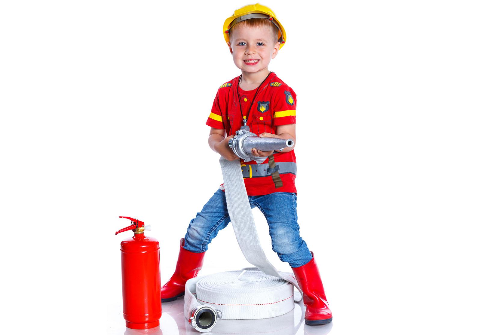 Les pompiers sont les héros des enfants, qui aiment endosser leur costume, […]