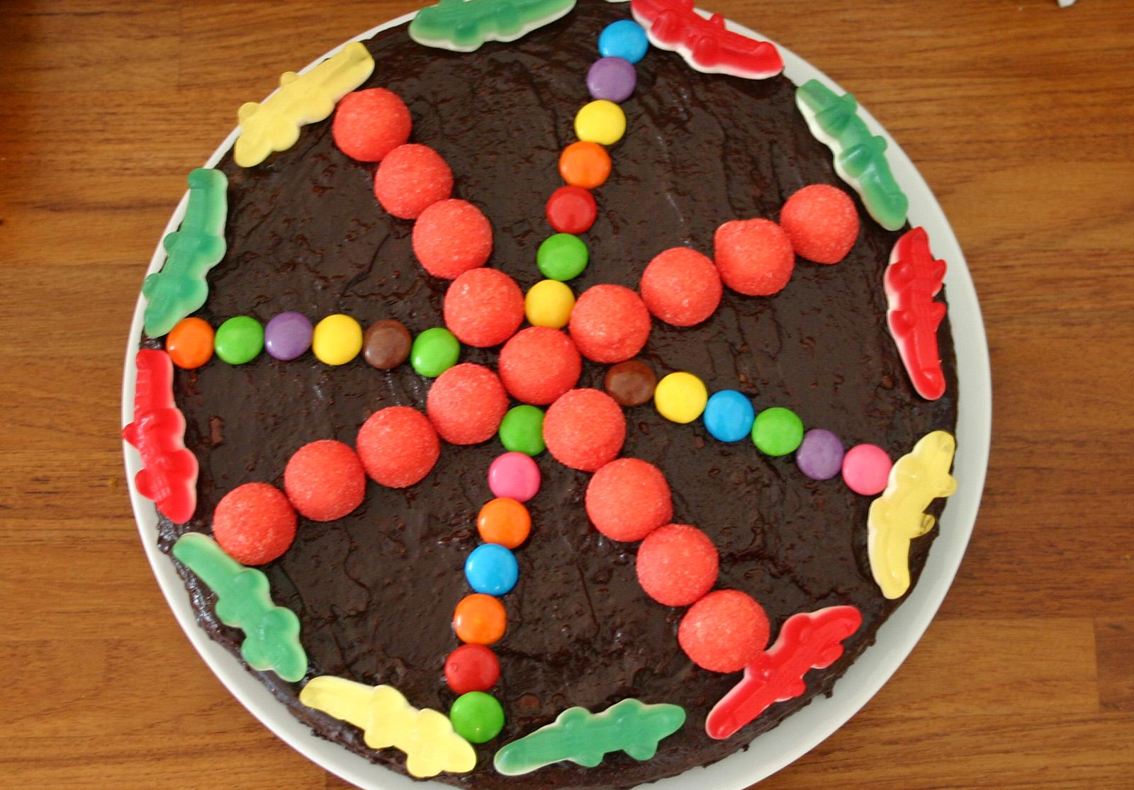 Ingrédients 1 gâteau 150 g. de chocolat noir 10 cl.de lait Des […]