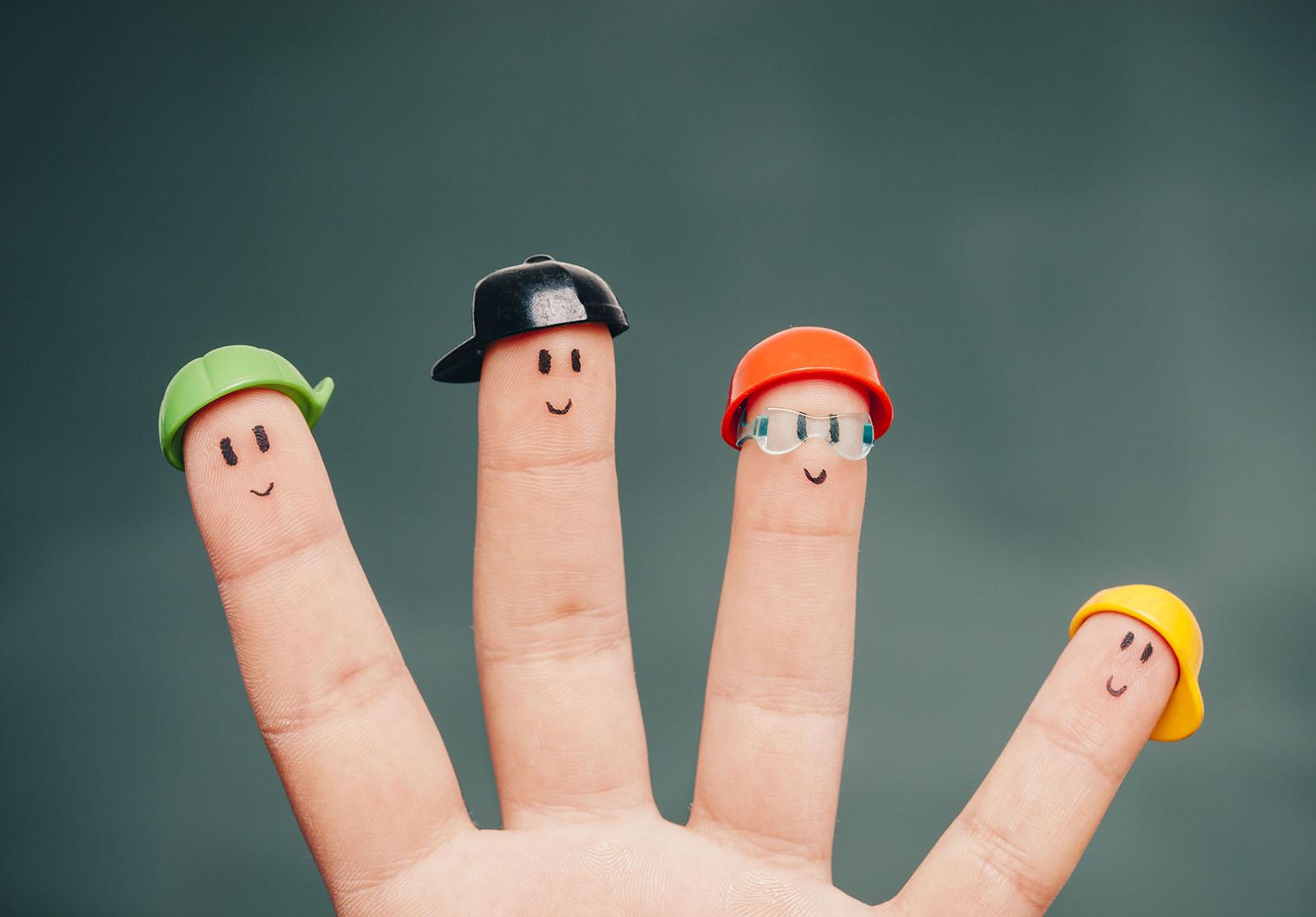 Matériel Des marionnettes à doigts 1 gant de cuisine en plastique 1 […]