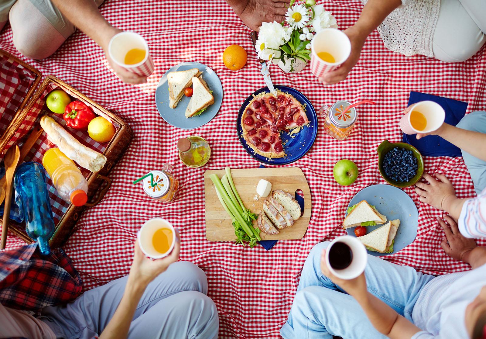 Ingrédients et matériel De la baguette Des garnitures (fromage, jambon, avocat…) Des […]